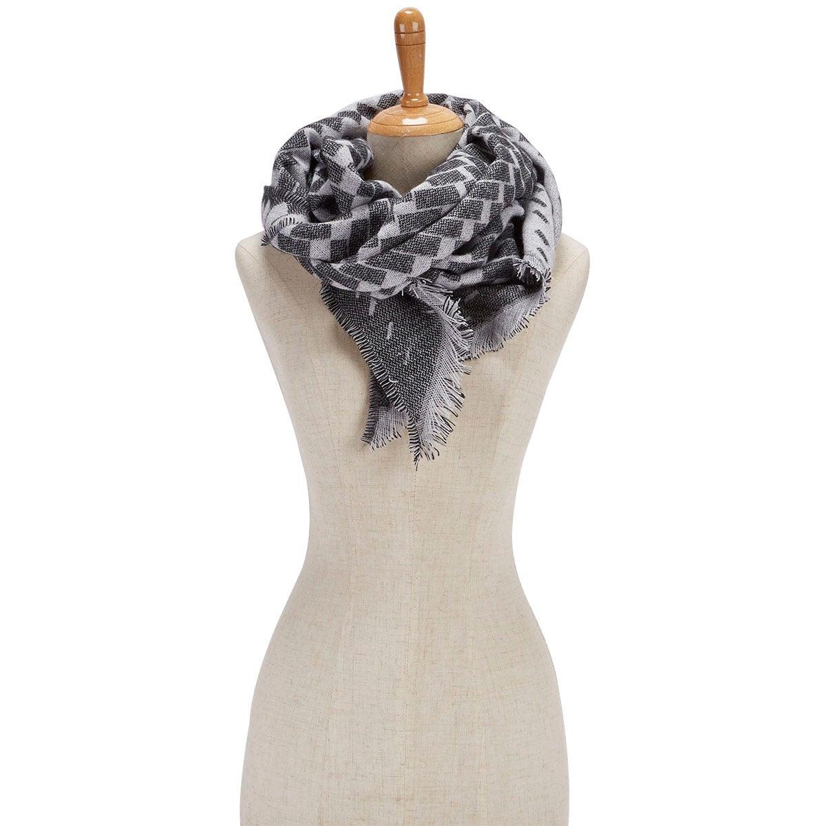 Lds BiasCutVerigatedGeoWrap grey scarf