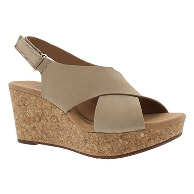 Clarks Women's ANNADEL EIRWYN sand wedge sandals