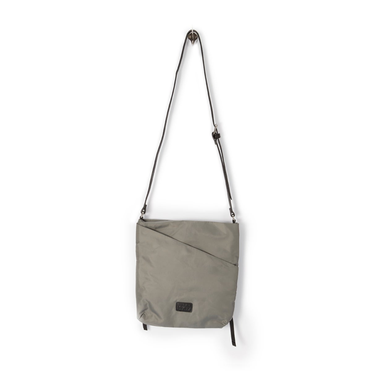 Lds Chelsea lt grey cross body bag