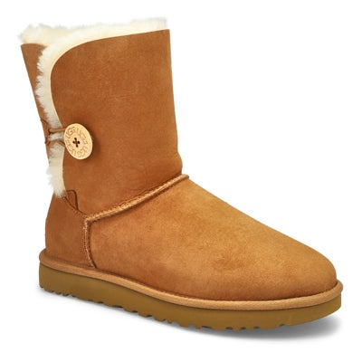 UGG Australia Women's BAILEY BUTTON II chestnut sheepskin boots